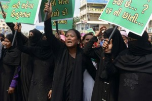 Indian Muslim women shout anti-Pakistani slogans prior to an effigy of Pakistani Prime Minister, Nawaz Sheriff being set alight during a protest in Ahmedabad on September 21, 2016.  Protests across India have flared up after a terrorist attack on an Indian Army Camp by allegedly Pakistani trained and supported terrorists in India-administered Kashmir's Uri sector.  / AFP PHOTO / SAM PANTHAKY