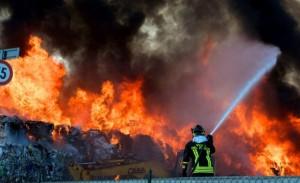 incendio-discarica-770x470