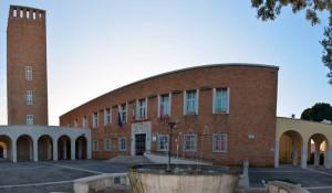 piazza_indipendenza_con_municipio_e_torre_dell_indipendenza