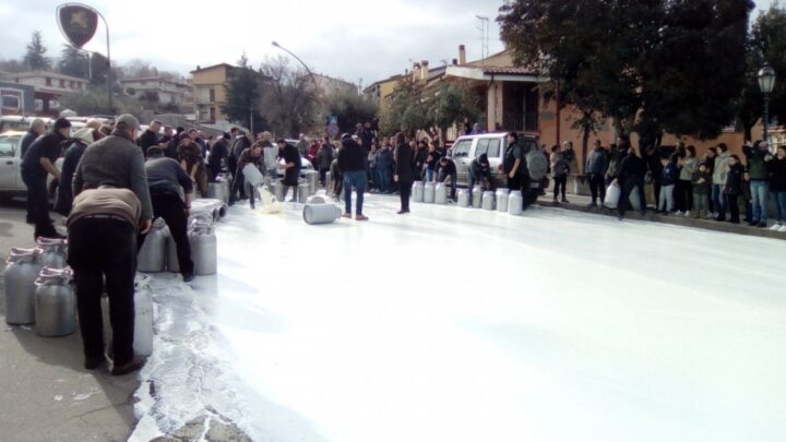 protesta-latte-mamoiada sardegna